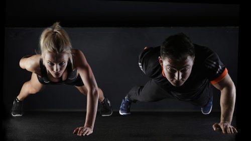 Maigrir des bras avec un coach sportif, la solution ultime à l'effet chauve-souris ?