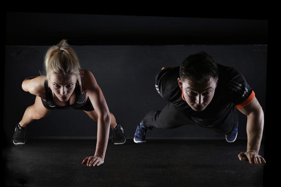Maigrir des bras avec un coach sportif, la solution ultime à l'effet chauve-souris