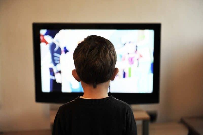 La télé influence-t-elle l'alimentation de nos enfants
