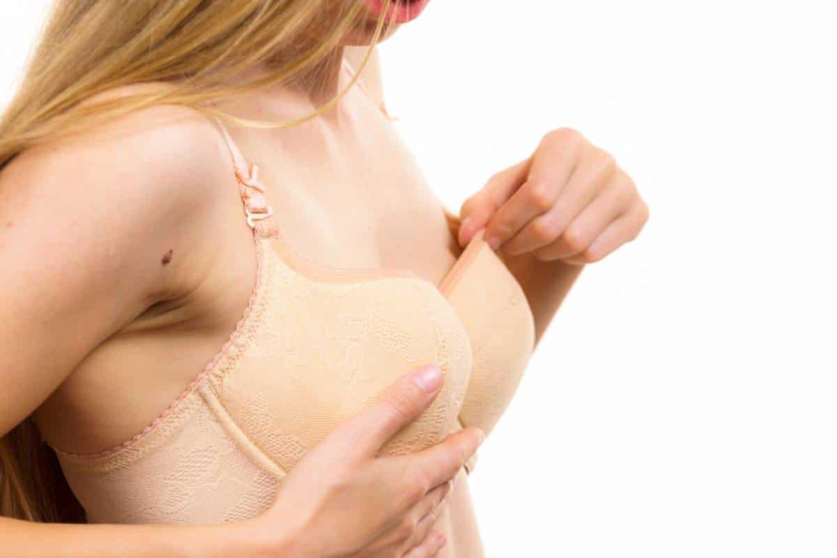 Comment rehausser des seins qui tombent ?
