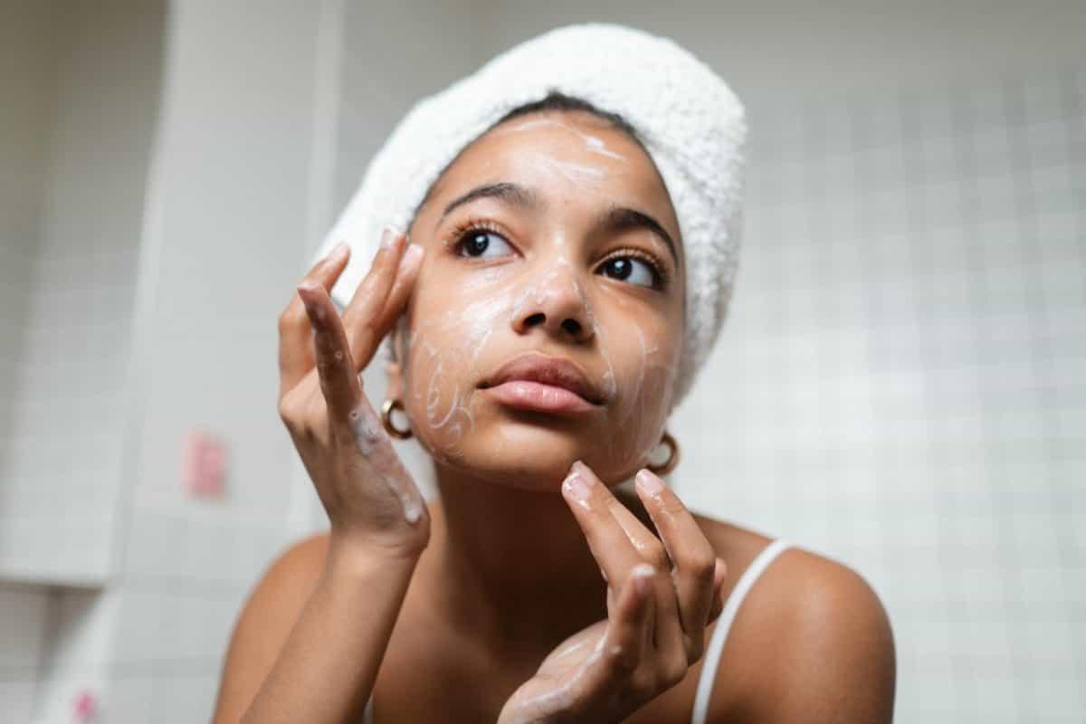 Comment choisir un savon qui convient à votre peau sensible ?